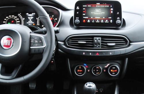 interfejsy adaptory adaptery audio video fiat tipo 2016 inne z uconnect interfejs video in. Black Bedroom Furniture Sets. Home Design Ideas